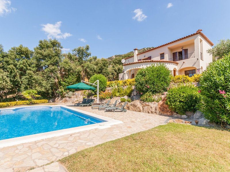 Beautiful villa for 6 people with 1200 m2 of land and private pool in Calonge, vacation rental in Calonge