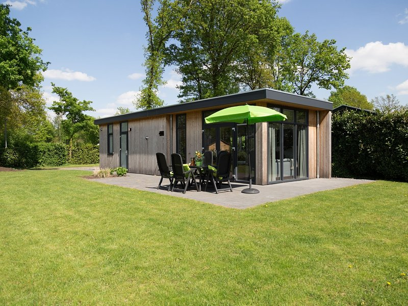 Luxurious chalet with dishwasher, in the middle of De Veluwe, holiday rental in Lunteren