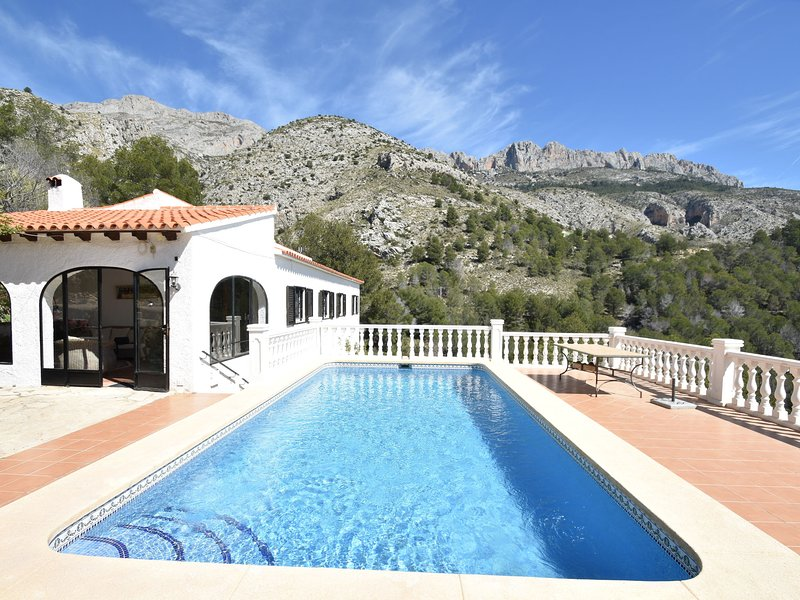 Beautiful Villa in Altea with Private Swimming Pool, holiday rental in Tarbena