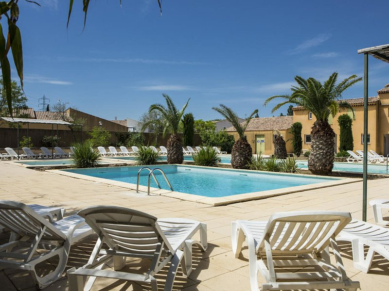 Cosy Holiday Home in Arles with Pool, holiday rental in Raphele-les-Arles