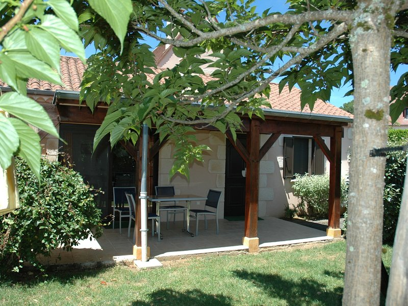 Attached house with garden for 2 people and a baby in a small-scale park, holiday rental in Saint-Laurent-la-Vallee