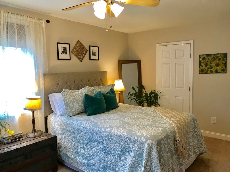 NEW!!Spacious Hip Uptown/Free Covered Parking/Walkable near Tulane & Loyola, vacation rental in Marrero