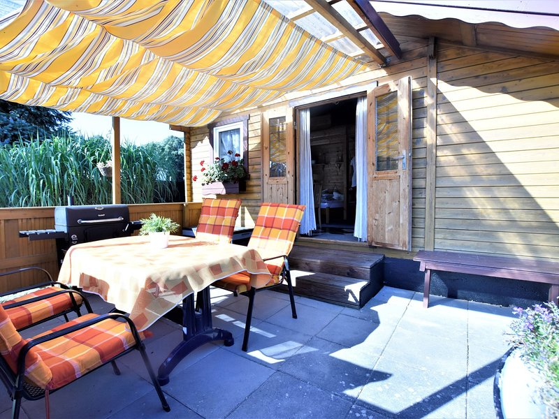 Beautiful Bungalow Located in Am Salzhaff with Garden, holiday rental in Am Salzhaff