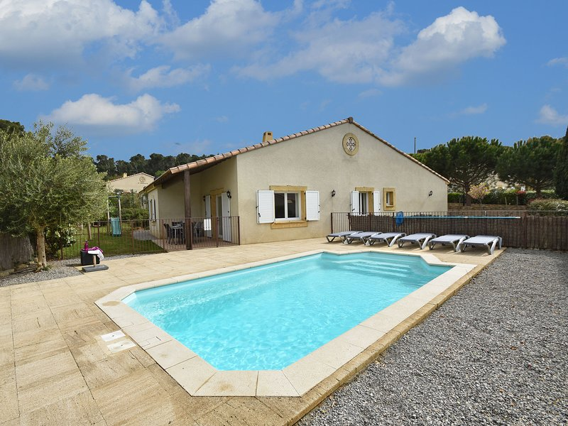 Comfortable Villa with Jacuzzi in Montburn-des-Corbieres, vacation rental in Puicheric