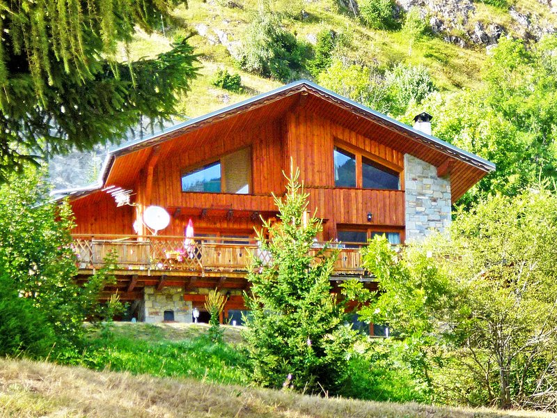 Luxury Chalet in Champagny-en-Vanoise near Ski Area, holiday rental in Champagny-en-Vanoise
