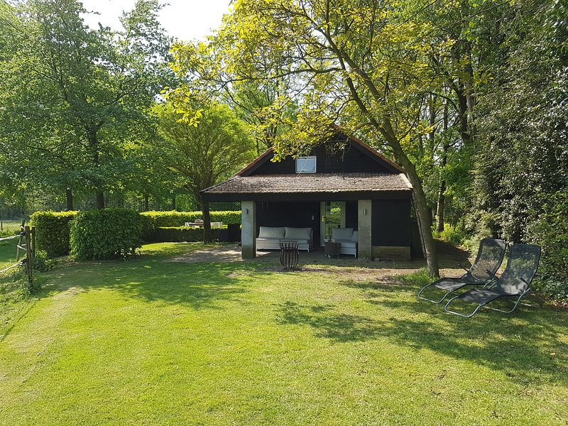 Spacious Farmhouse near Forest in Heeze-Leende – semesterbostad i Eindhoven