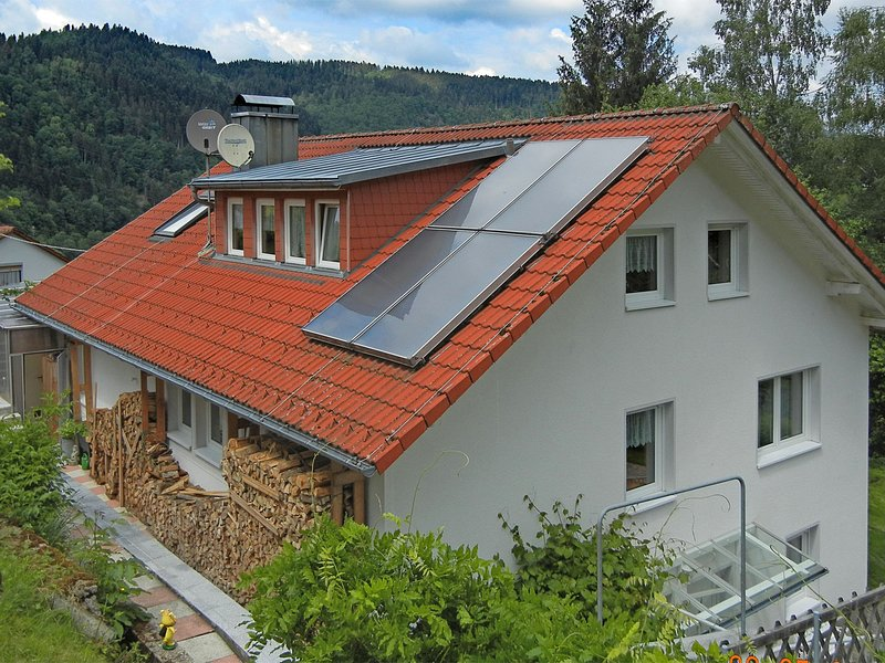 Gorgeous roofed apartment in Schiltach with pond and pool, holiday rental in Aichhalden