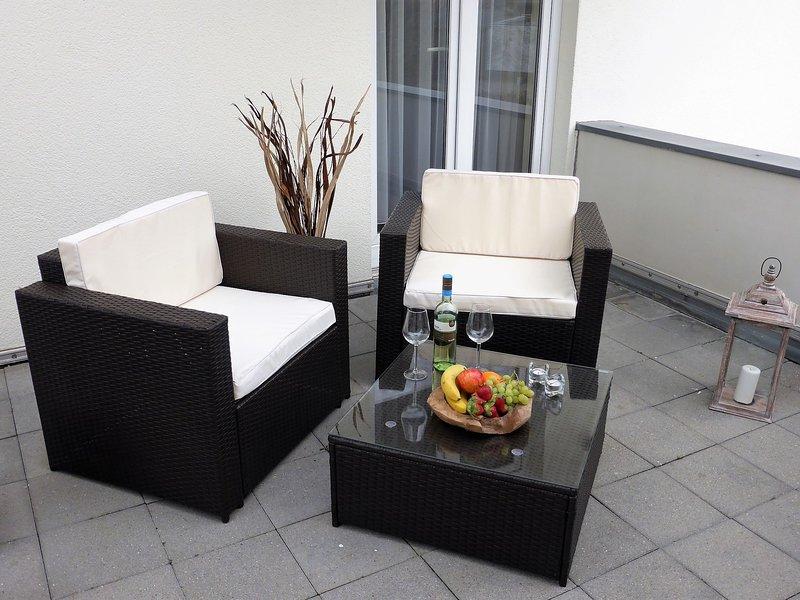 Modern Apartment in Wiek with Terrace, casa vacanza a Wiek