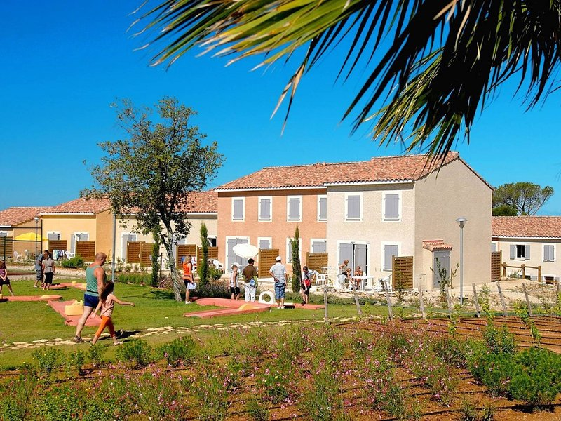 Well-kept holiday home between Nimes and Montpellier, holiday rental in Congenies