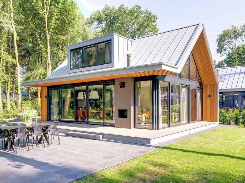 Luxurious, modern villa with dishwasher, close to De Veluwe, casa vacanza a Lunteren