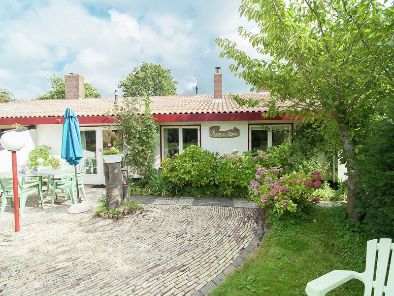 Bright Holiday Home in Schoorl North Holland with Garden, holiday rental in Bergen