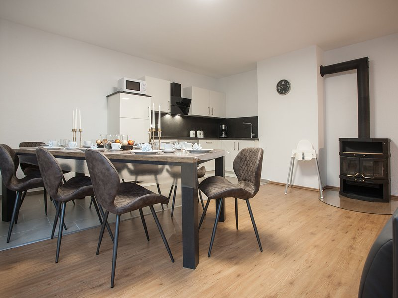 Charming Apartment in Altastenberg with Private Terrace, holiday rental in Langewiese