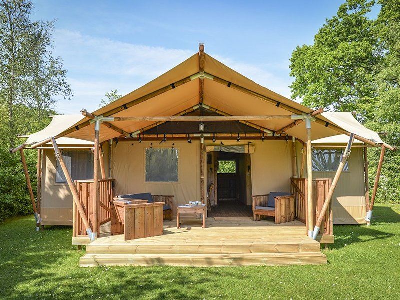 Comfortable tent lodge near the Loonse and Drunense Duinen, vacation rental in Loon op Zand
