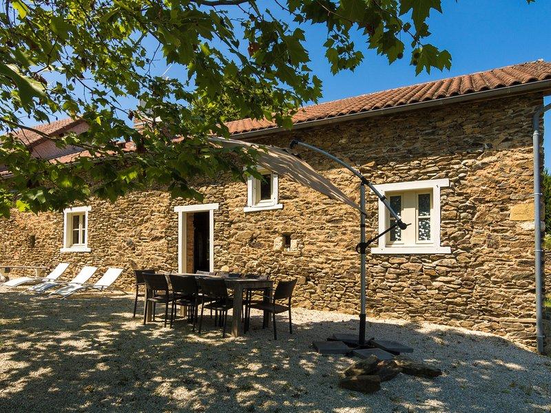 Modern Cottage in Chaleix with Swimming Pool, location de vacances à Saint-Jory-de-Chalais