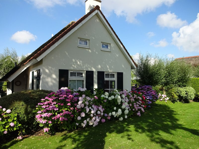 Cosy Holiday Home in Steendam with Sauna, holiday rental in Steendam