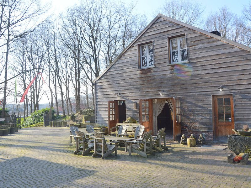 Spacious Holiday Home in Wellerlooi with Private Garden, holiday rental in Broekhuizen