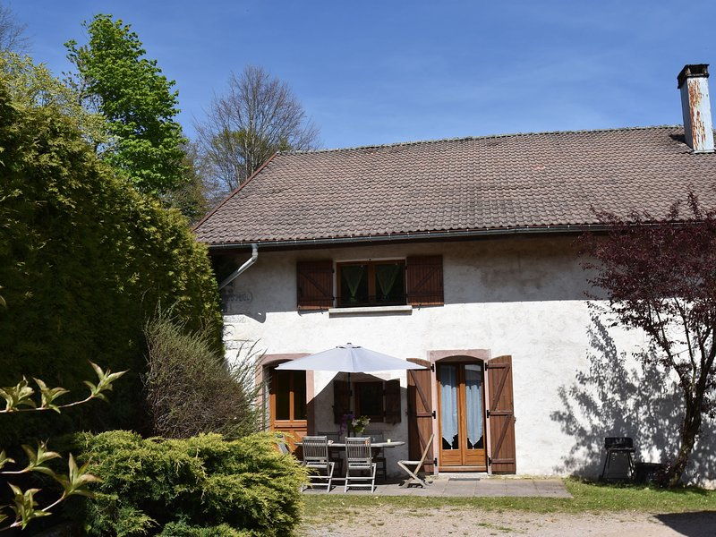 wing of a farm, in the centre of the Ballon des Vosges, vacation rental in Saulxures-sur-Moselotte