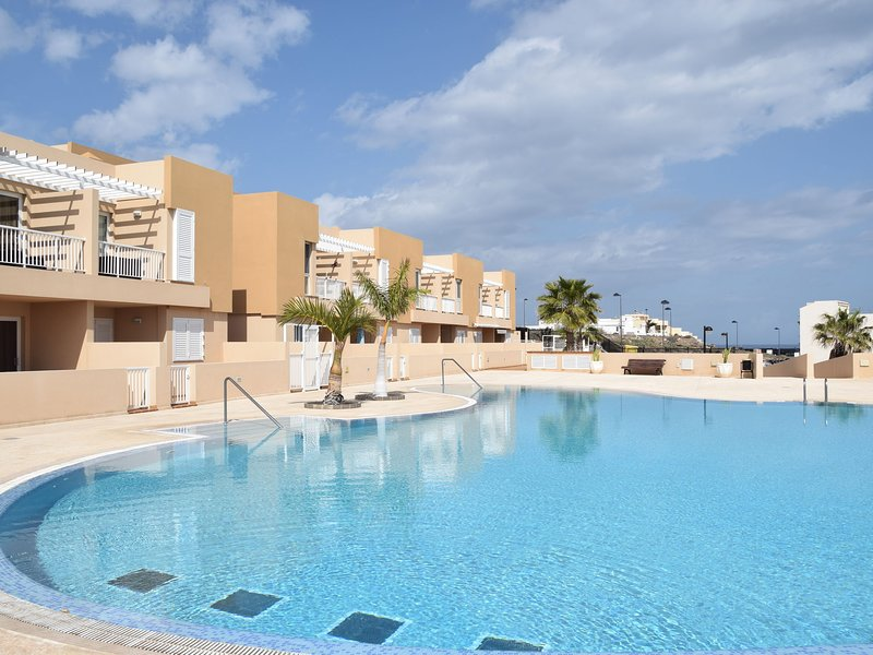 Stunning Apartment in Porís de Abona with Pool, vakantiewoning in Poris de Abona