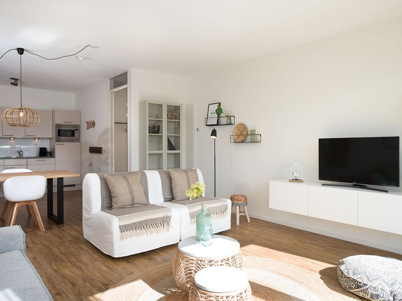 Modern and comfortable apartment with views over the marina, location de vacances à 's-Gravenzande