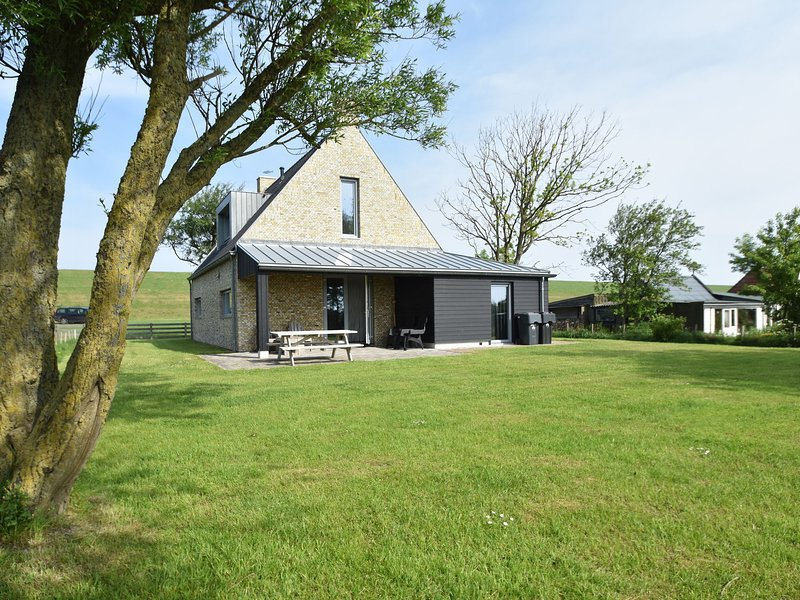 Traditional and modern fishing holiday home near the Frisian city of Franeker, holiday rental in Ballum