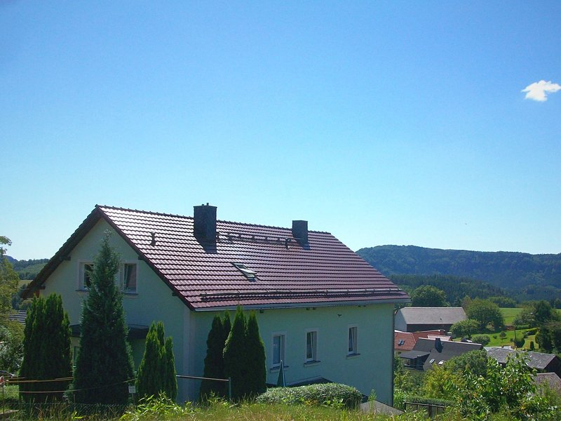 Holiday home in Saxon Switzerland with mountain view, terrace and garden, location de vacances à Altendorf