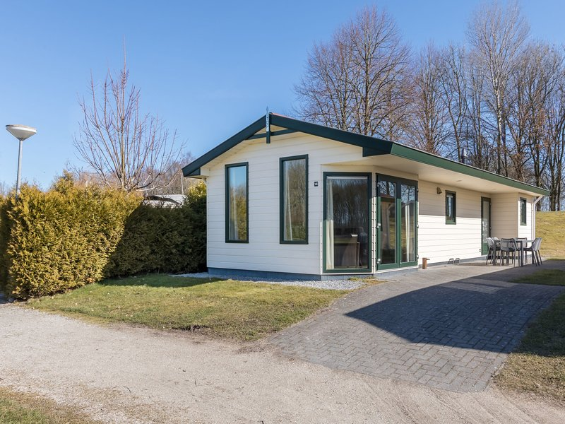 Well furnished mobile home with dishwasher, near water, alquiler vacacional en Eext