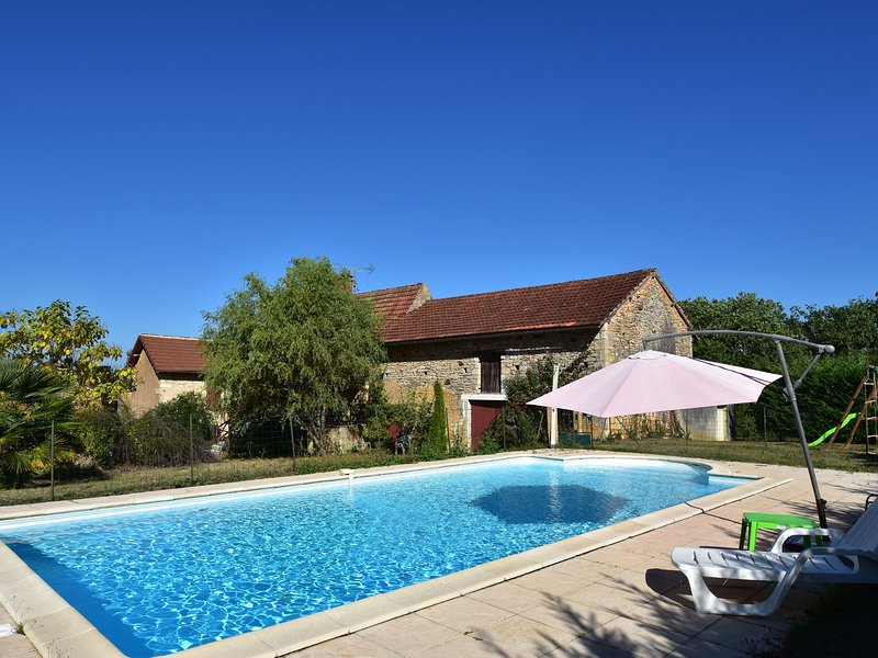 Cozy Holiday Home in Besse with Swimming Pool, alquiler vacacional en Villefranche-du-Perigord