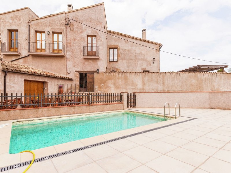 Luxe Cottage with Swimming Pool in Catalonia, location de vacances à Els Hostalets de Pierola