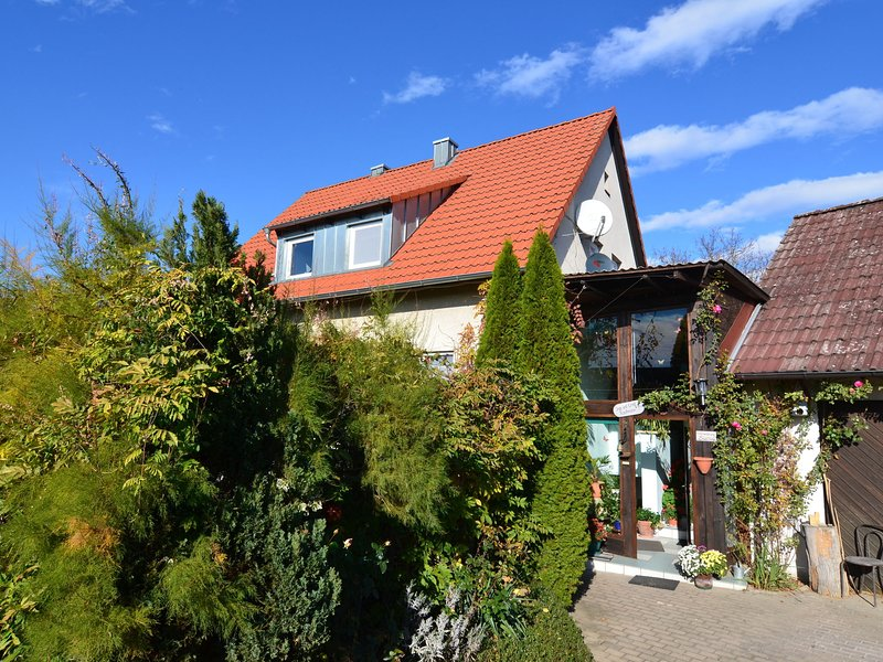 Apartment in the middle of Franconian Switzerland with terrace, location de vacances à Kunreuth