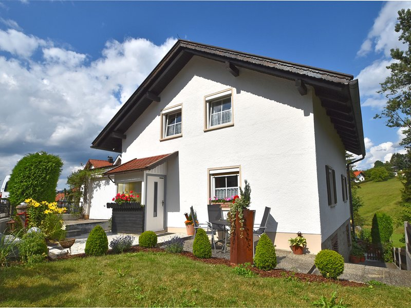 Cozy Holiday Home With Garden In Schiefweg, alquiler de vacaciones en Strazny