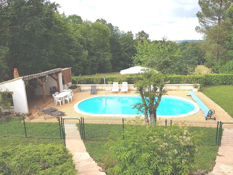 Modern Holiday Home in Belvès with Swimming Pool, holiday rental in Bouillac