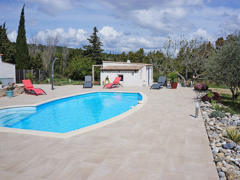 Villa with private pool and enclosed garden between the vineyards and hiking tra, holiday rental in Escales