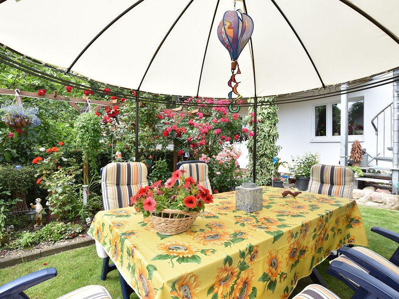 Cozy Apartment in Südstadt Germany with Parasol, holiday rental in Roggentin