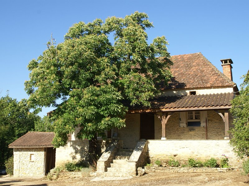 Vintage Holiday Home in Campagnac-lès-Quercy on a Hilltop, holiday rental in Saint Pompon