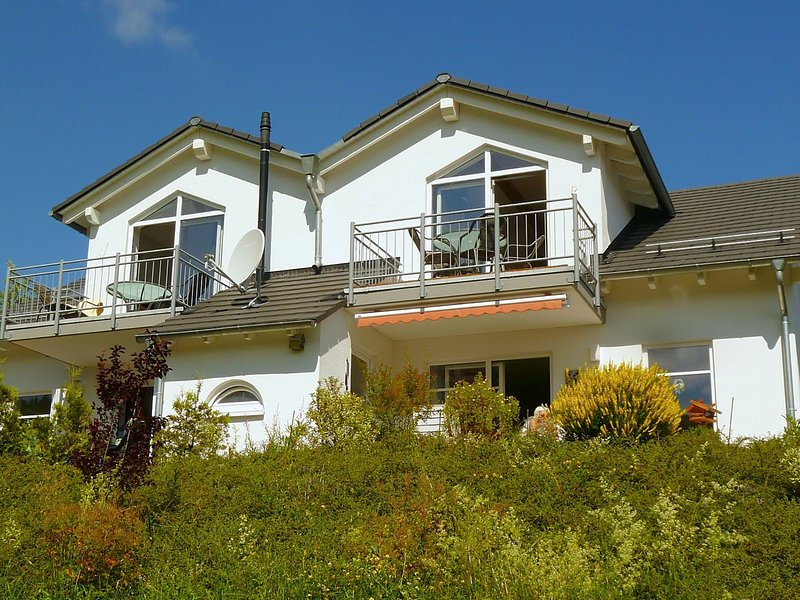 Large modern apartment in Willingen with balcony consisting of two units, location de vacances à Schwalefeld