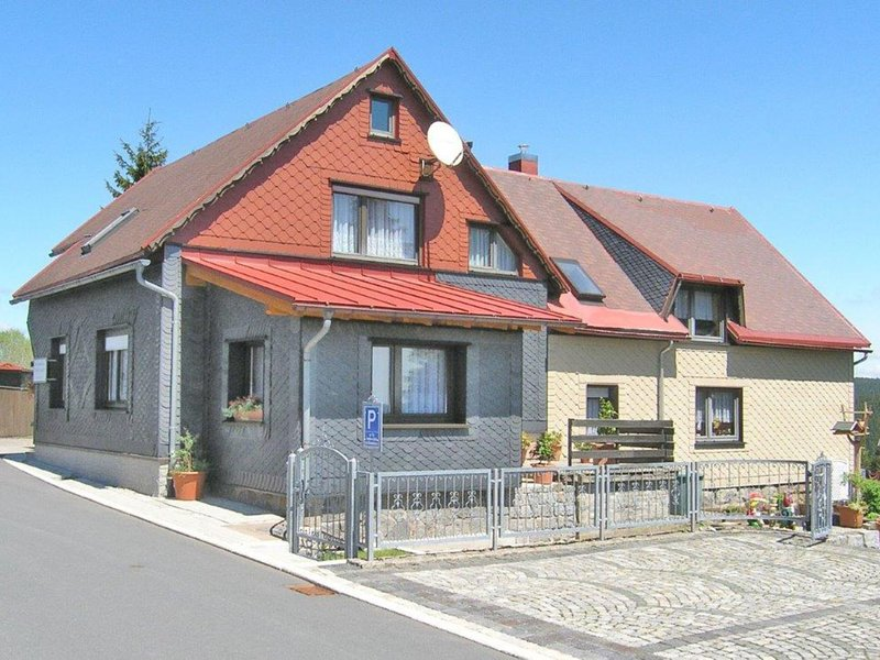 Comfortable Apartment in Frauenwald Thuringia near Forest, holiday rental in Neustadt am Rennsteig