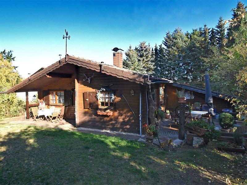 Detached wooden house with fireplace and large garden near Bad Wildungen, aluguéis de temporada em Gilserberg