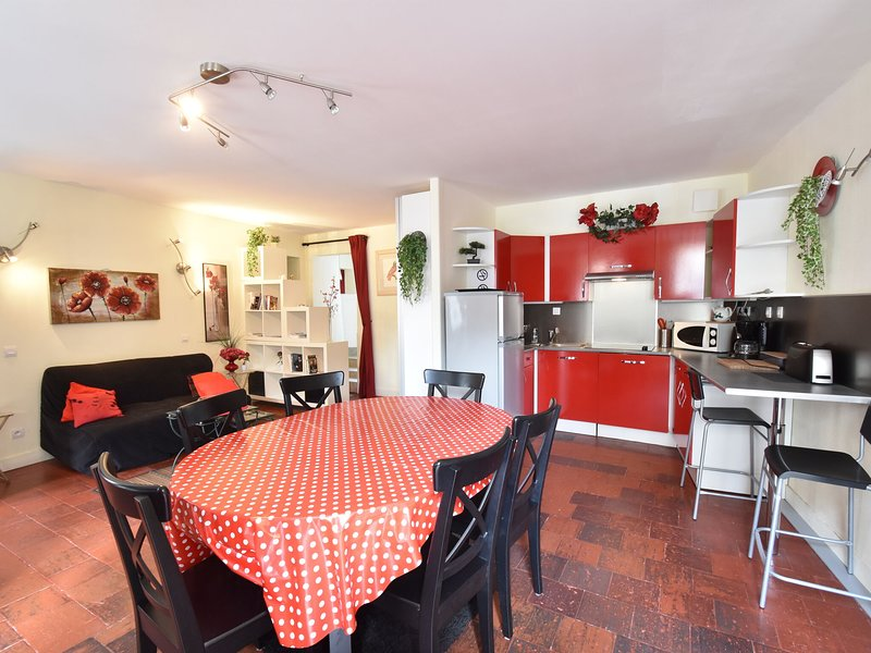Splendid Cottage in Bayeux Normandy with Terrace, holiday rental in Saint-Vigor-le-Grand