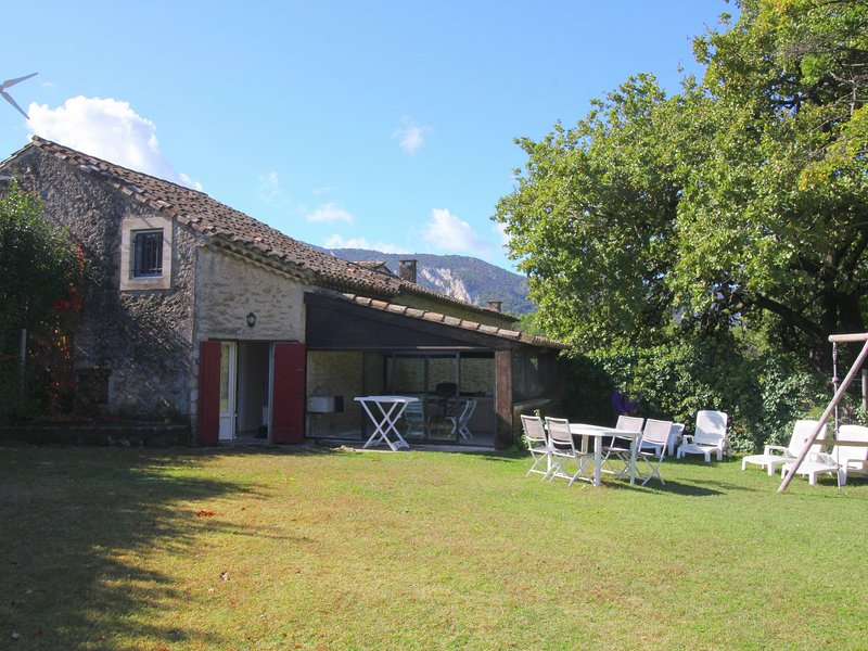 Comfortable cottage with above ground pool, situated in beautiful countryside, holiday rental in Menerbes