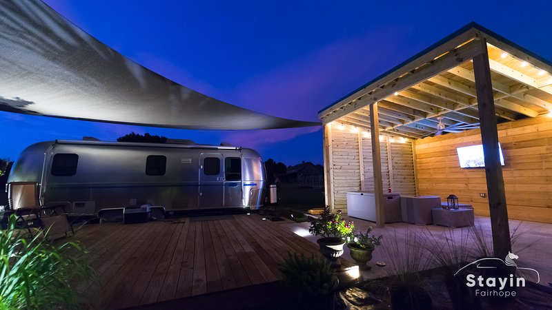 Silver Sail Airstream -Glamping's best Wifi EV Charger, vacation rental in Point Clear