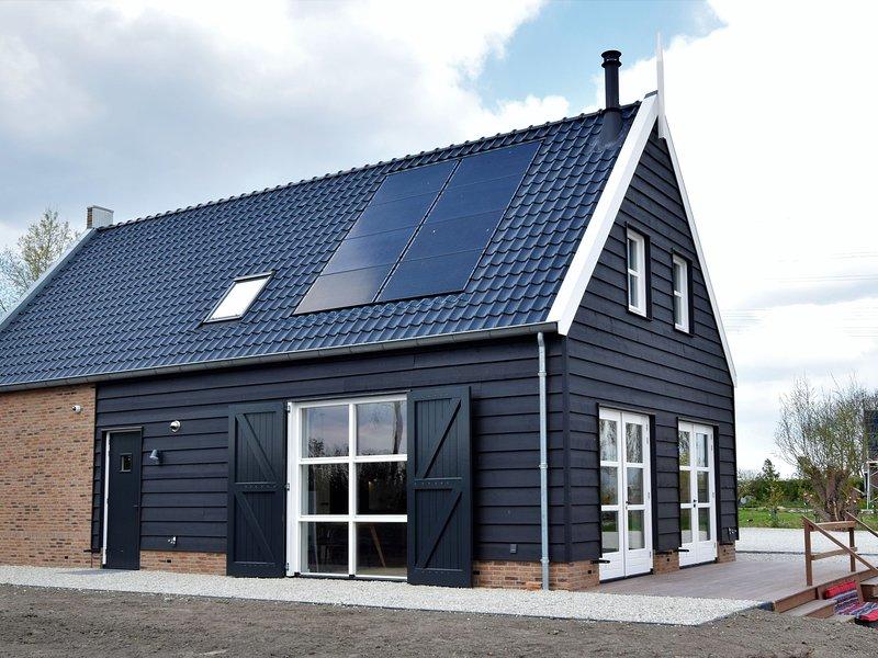 Luxurious Villa in Zwartewaal with Private Garden, holiday rental in Schiedam