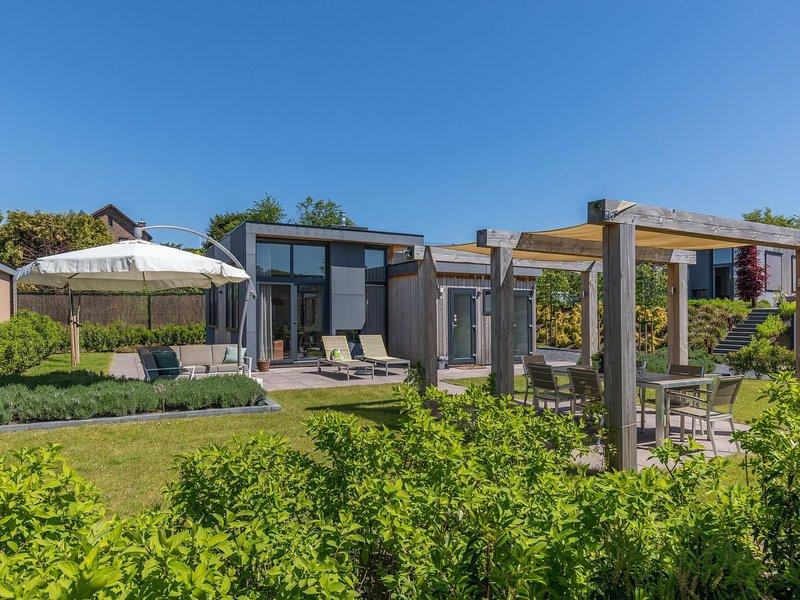 Luxurious holiday home with dishwasher, 5 km from Valkenburg, vakantiewoning in Valkenburg