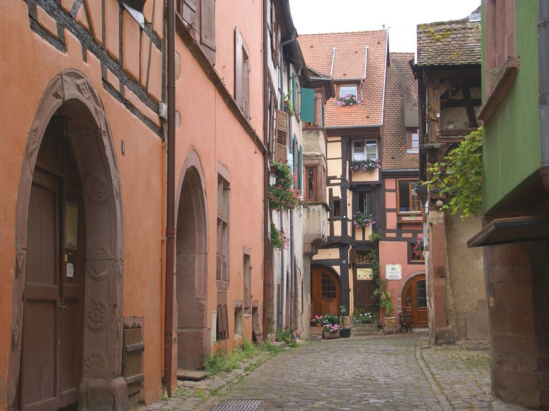 A studio apartment on the first floor of a wine grower?s house, location de vacances à Riquewihr