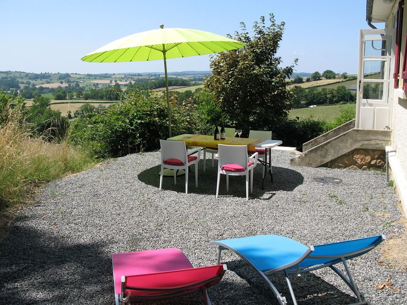 Holiday home with stunning views, perfect for nature lovers and dog owners (encl, holiday rental in Uxeau