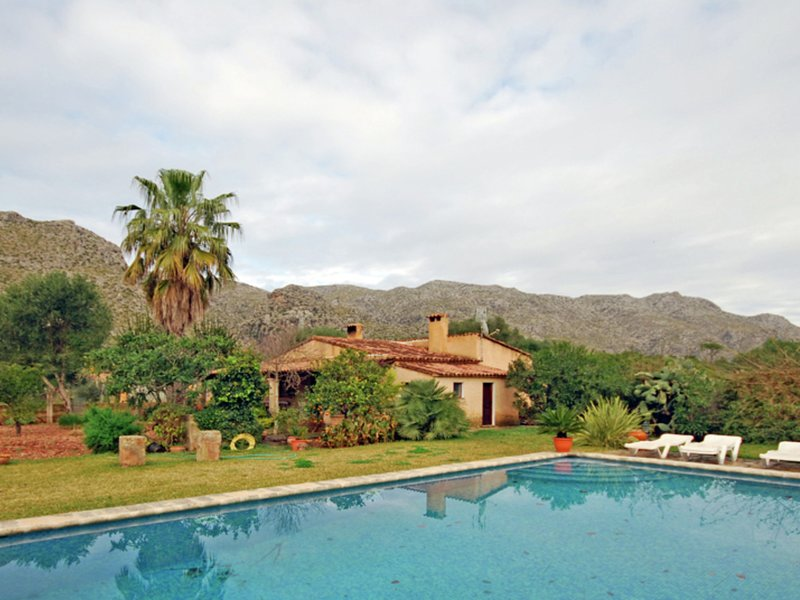 Luxurious Mansion with Private Pool in Pollenca Majorca, location de vacances à Cala Sant Vicenc