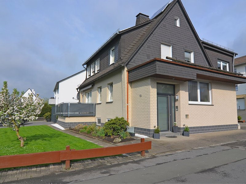Pretty holiday home with a balcony complete with awning in Meschede in northern, holiday rental in Mohnesee