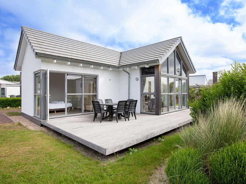 Detached, single-storey holiday home just steps from the sea, location de vacances à Ouddorp
