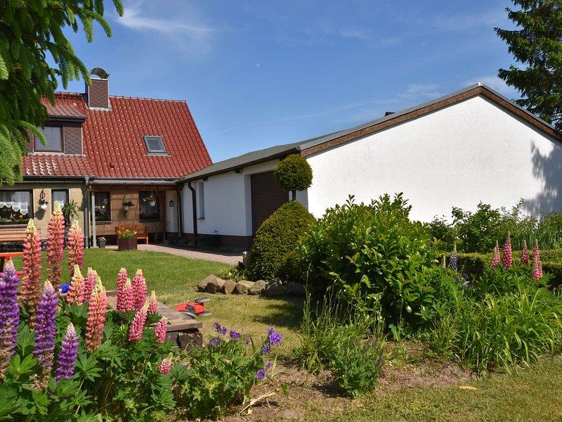 Cozy Apartment in Robertsdorf with Garden, vacation rental in Blowatz