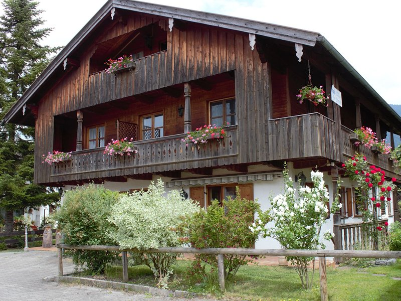 Apartment in Lenggries with balcony and a view of the Alps, alquiler de vacaciones en Bad Heilbrunn