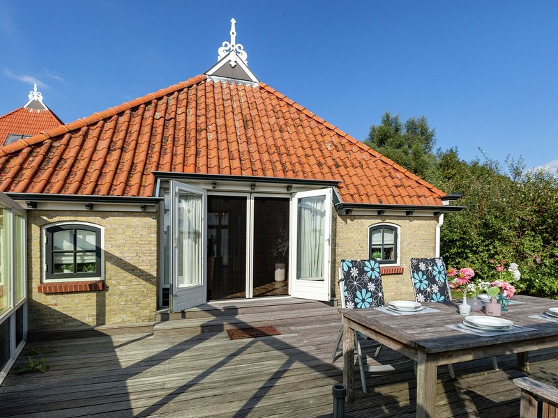 Coach house in the Frisian Pingjum, a 20-minute drive from the Capital of Cultur, vacation rental in Makkum